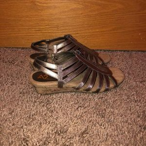 A2 Heelrest Aerosole Sandals Metallic Brown NWOT 7